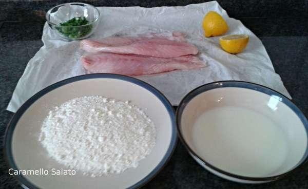 Passare il pesce persico prima nel latte e poi nella farina