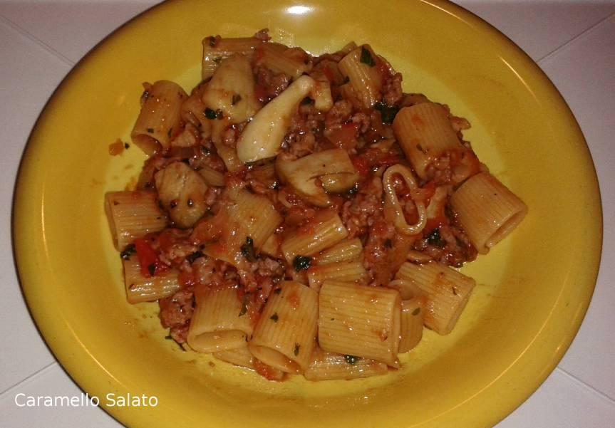 pasta-alla-boscaiola-con-salsiccia-e-funghi
