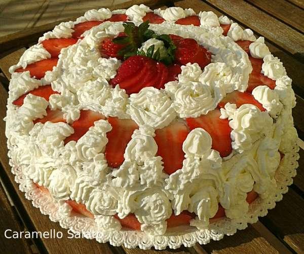 torta-di-pan-di-spagna-e-fragole