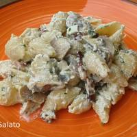 Pasta con funghi, pancetta e ricotta affumicata