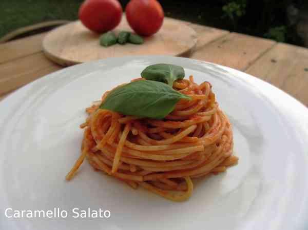 ricetta-pasta-spaghetti-al-pomodoro