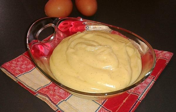 Possiamo ora dedicarci alla preparazione della crema pasticcera con la ricetta della crema pasticcera al microonde sempre di Montersino che trovate qui