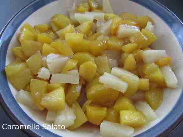 Bicchierini-con-pesche-e-ananas