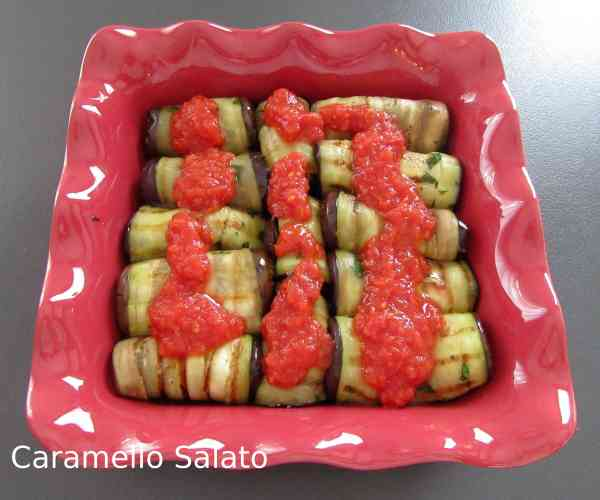 Involtini di melanzane al pomodoro