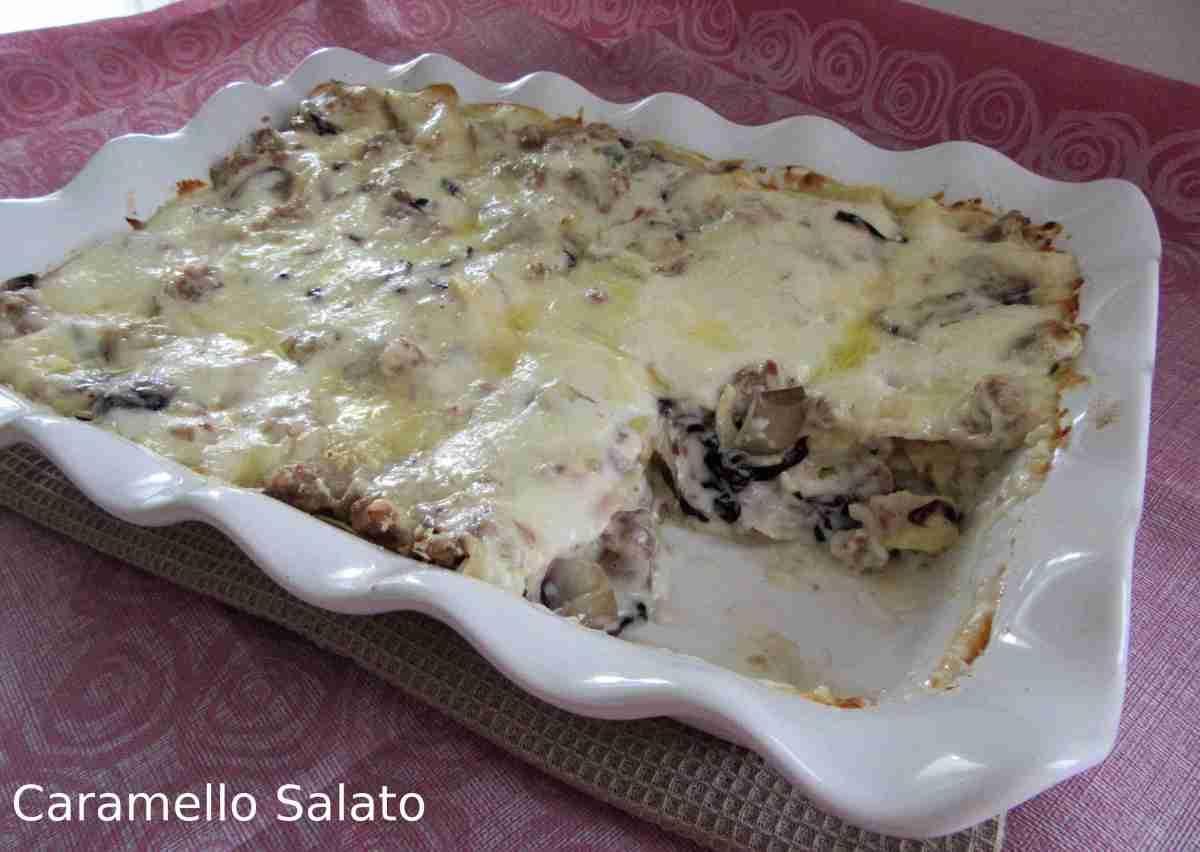 Lasagne al forno con radicchio e salsiccia