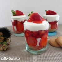 Bicchierini di fragole e yogurt