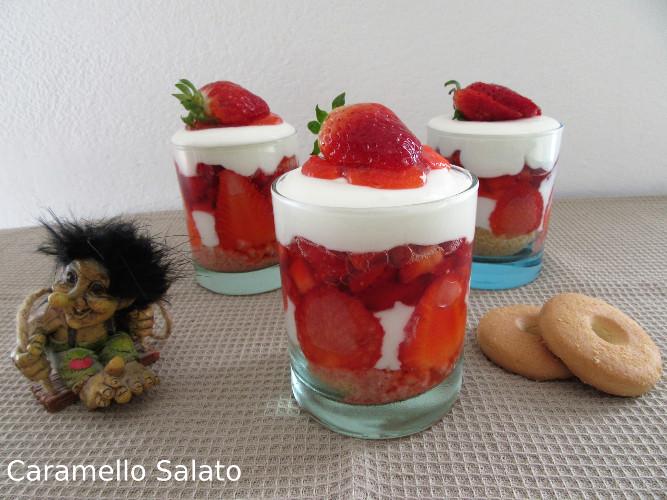 Bicchierini di fragole eyogurt