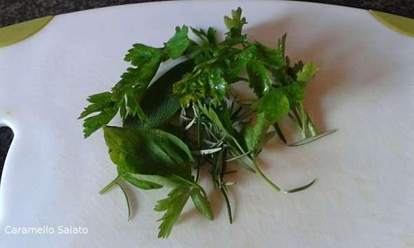 Lavare ed asciugare le erbe aromatiche