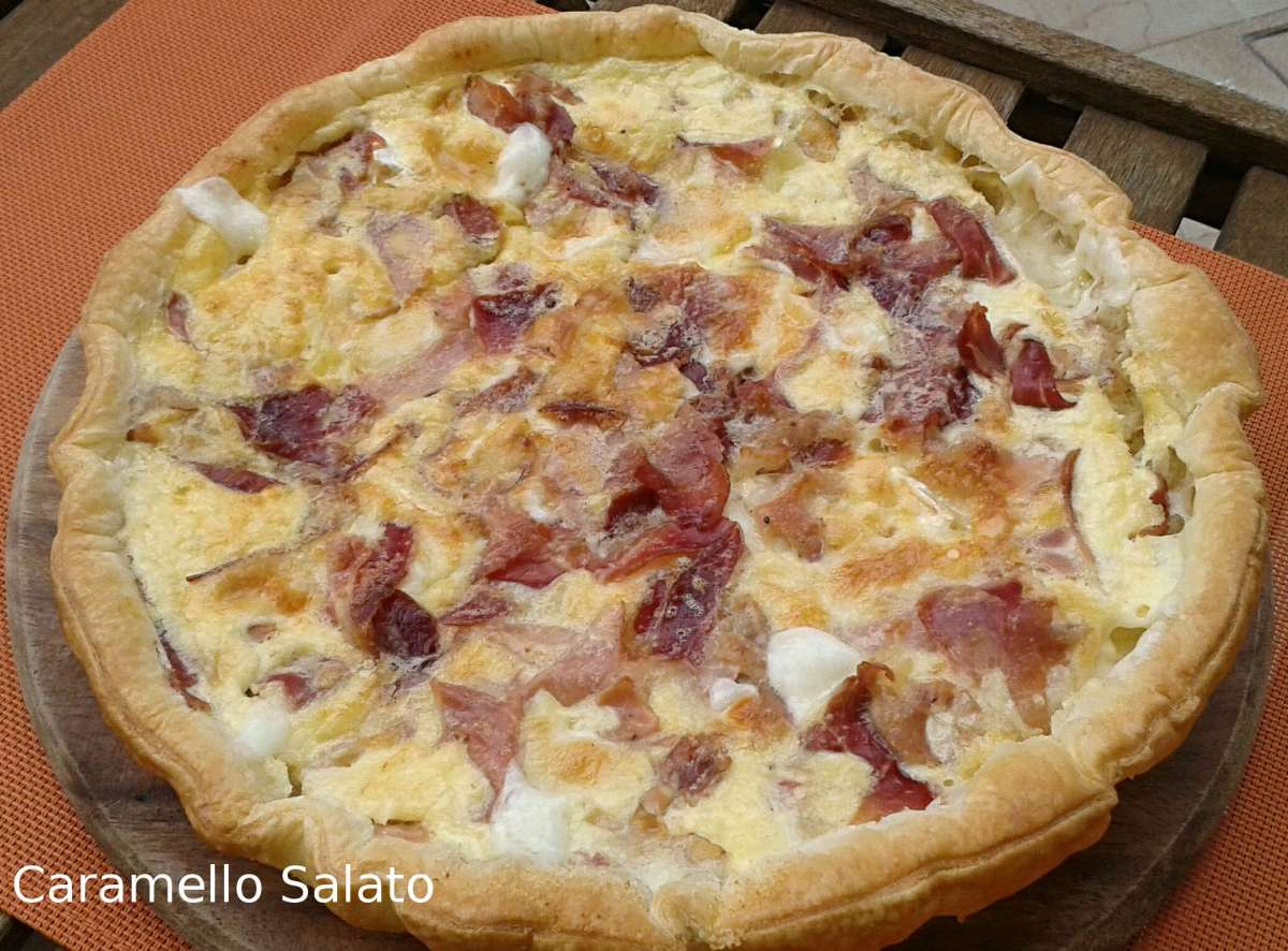 Torta salata con speck e formaggi