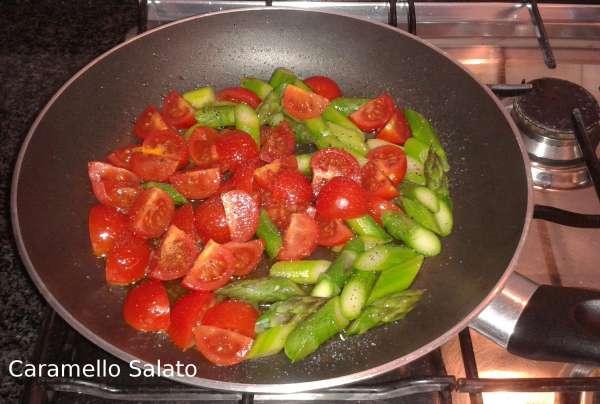 Filetti-di-merluzzo-con-pomodorini-e-asparagi-ricetta