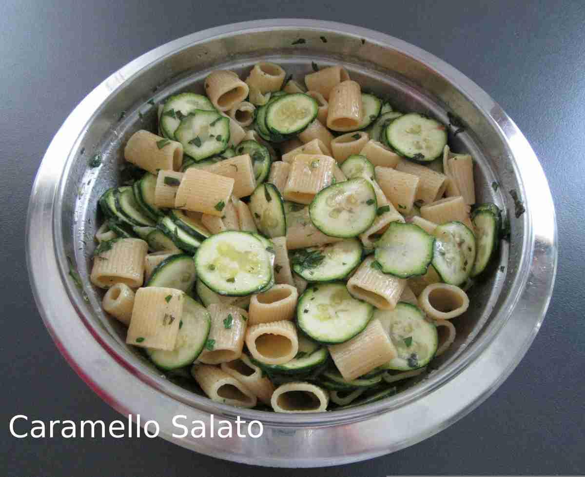 Pasta con zucchine e acciughe
